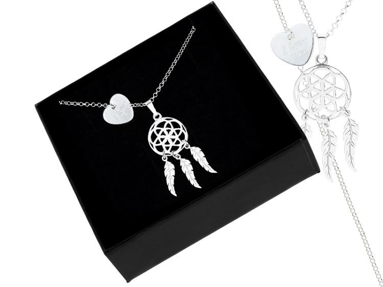 Biżuteria, z którą trudno się rozstać: naszyjniki z grawerem. Nie tylko dla kobiet! - Zdjęcie główne