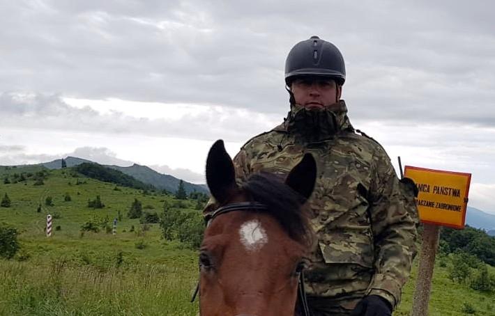 USTRZYKI DOLNE: Funkcjonariusz Straży Granicznej uratował życie człowieka!  - Zdjęcie główne