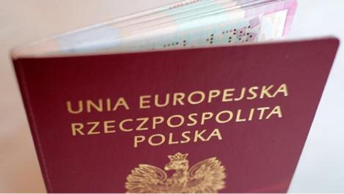 Masz nieważny paszport przed wyjazdem? Wyrobienie nowego zajmie do 30 dni - Zdjęcie główne