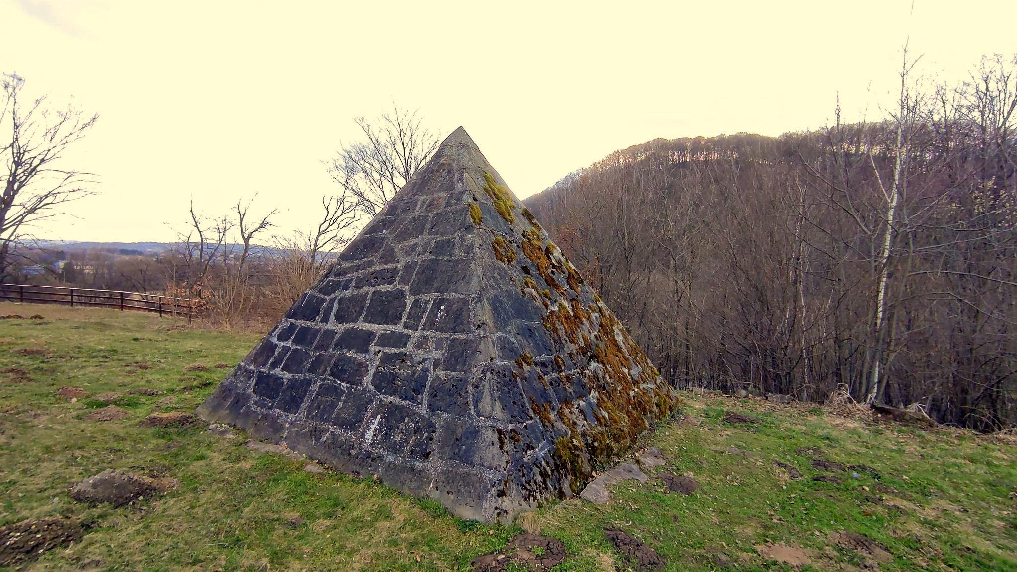 Historia piramidy w Międzybrodziu [ZDJĘCIA] - Zdjęcie główne