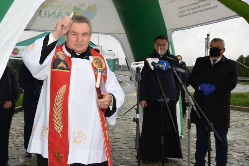 Powiat Sanocki: Rondo imienia Św. Andrzeja Boboli  - Zdjęcie główne