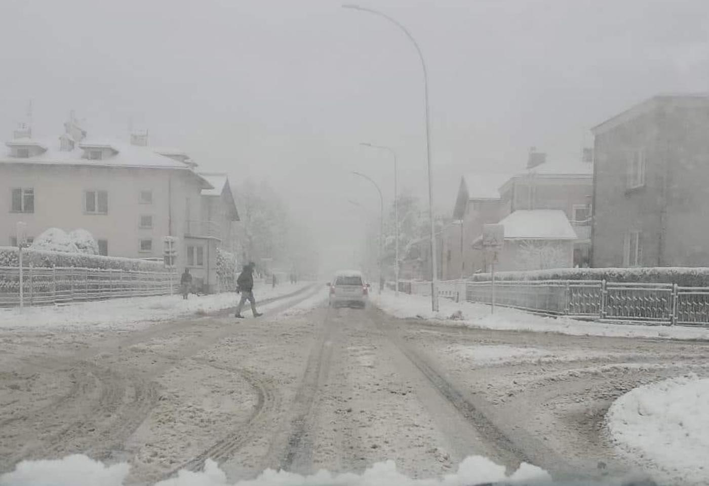 Fatalne warunki na drogach! Bądź ostrożny! [FOTO] - Zdjęcie główne