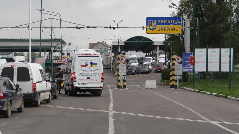 Wydłużone czasy oczekiwania na przekroczenie granicy z Polski na Ukrainę - Zdjęcie główne