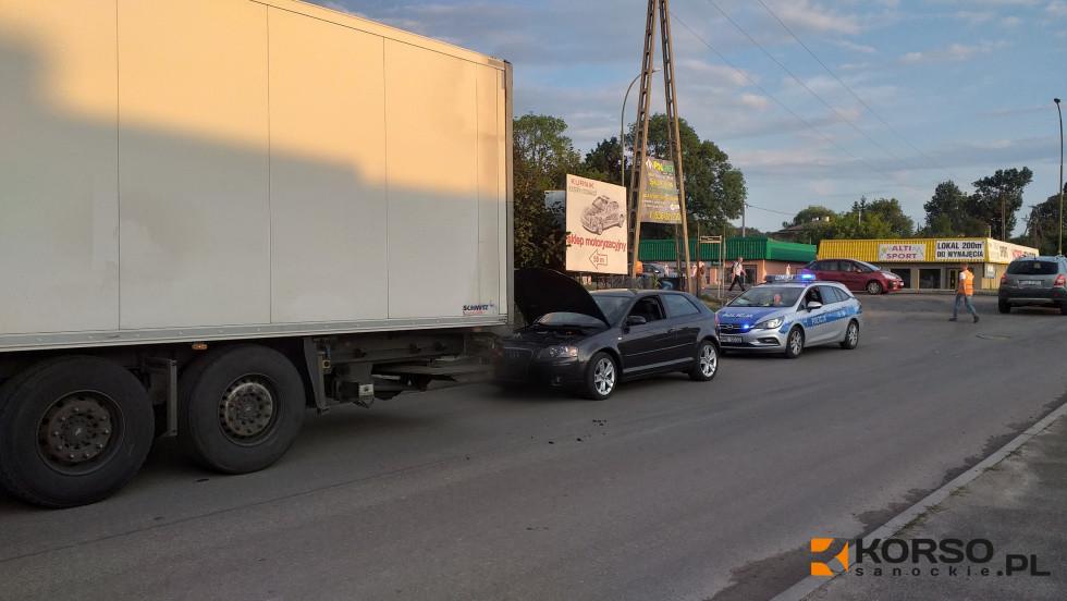 SANOK: Kolizja na wyjeździe z Dąbrówki [ZDJĘCIA] - Zdjęcie główne