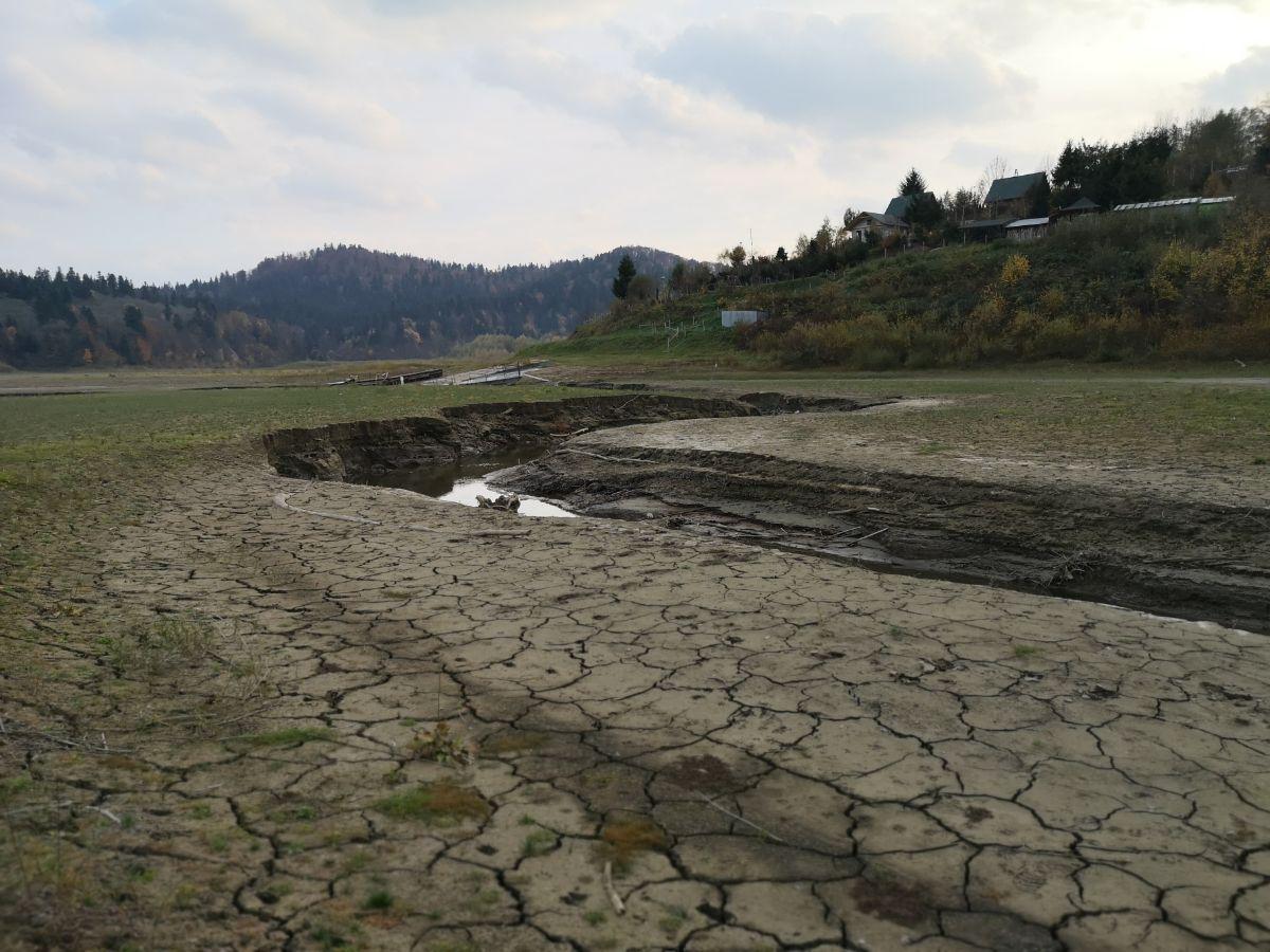 BIESZCZADY: Suchą stopą po Jeziorze Solińskim w Wołkowyi [VIDEO+ZDJĘCIA] - Zdjęcie główne