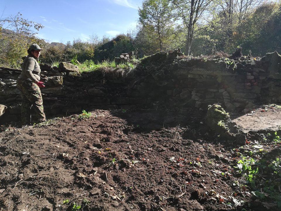 BIESZCZADY: Zabezpieczyli fundamenty dawnej strażnicy niemieckiej w Studennem [FOTO+VIDEO] - Zdjęcie główne