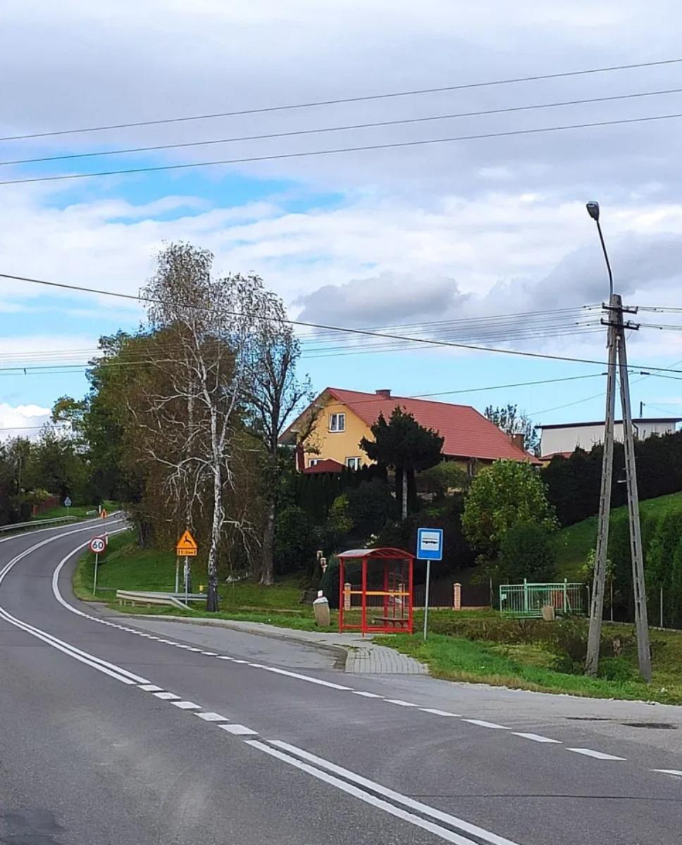 Gmina Sanok. Dofinansowanie na budowę chodnika w Czerteżu - Zdjęcie główne
