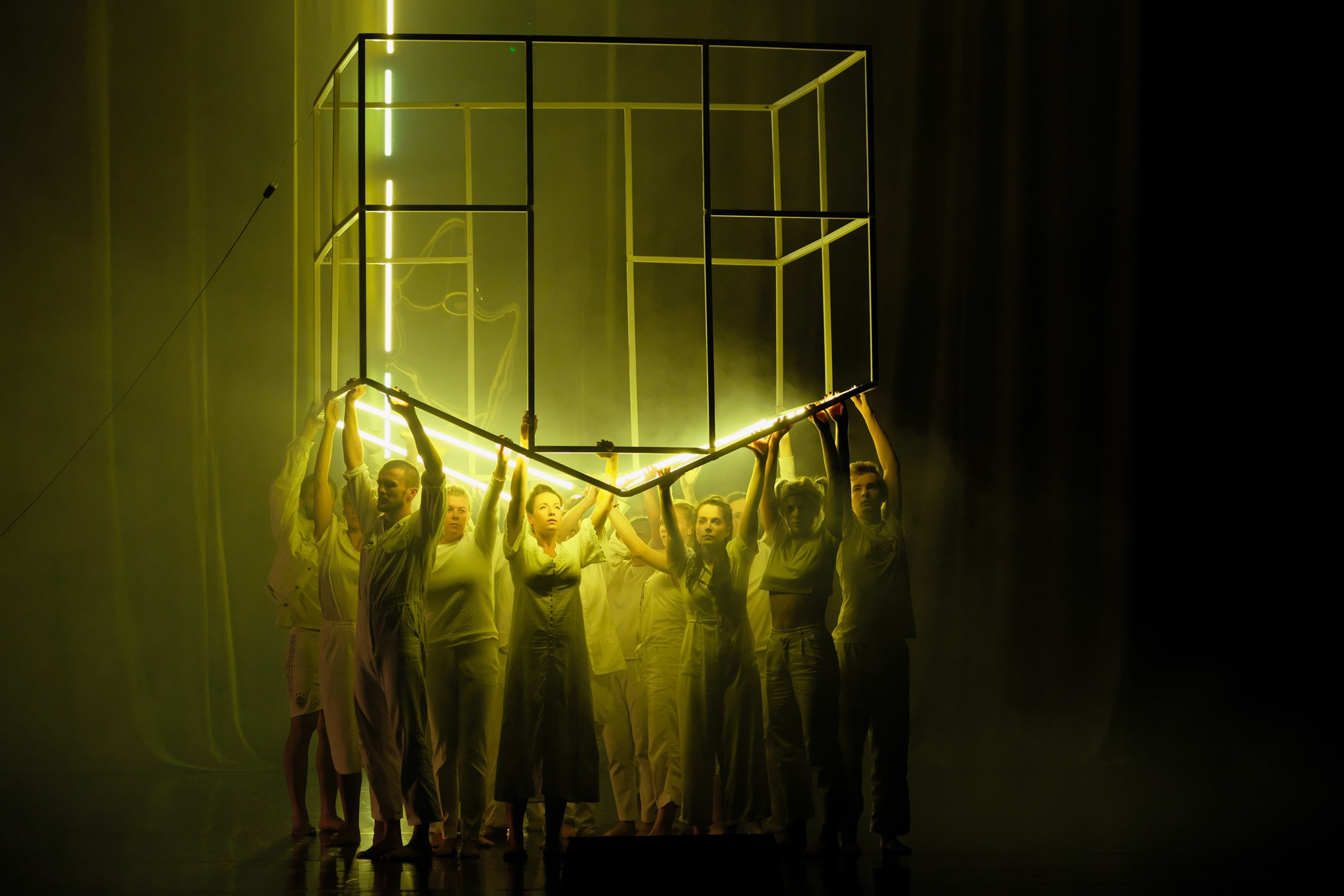 """Sanok. Spektakl """"Ja jestem pamięcią"""" w ramach projektu Odyseja Łemkowska Objazd - Zdjęcie główne"""
