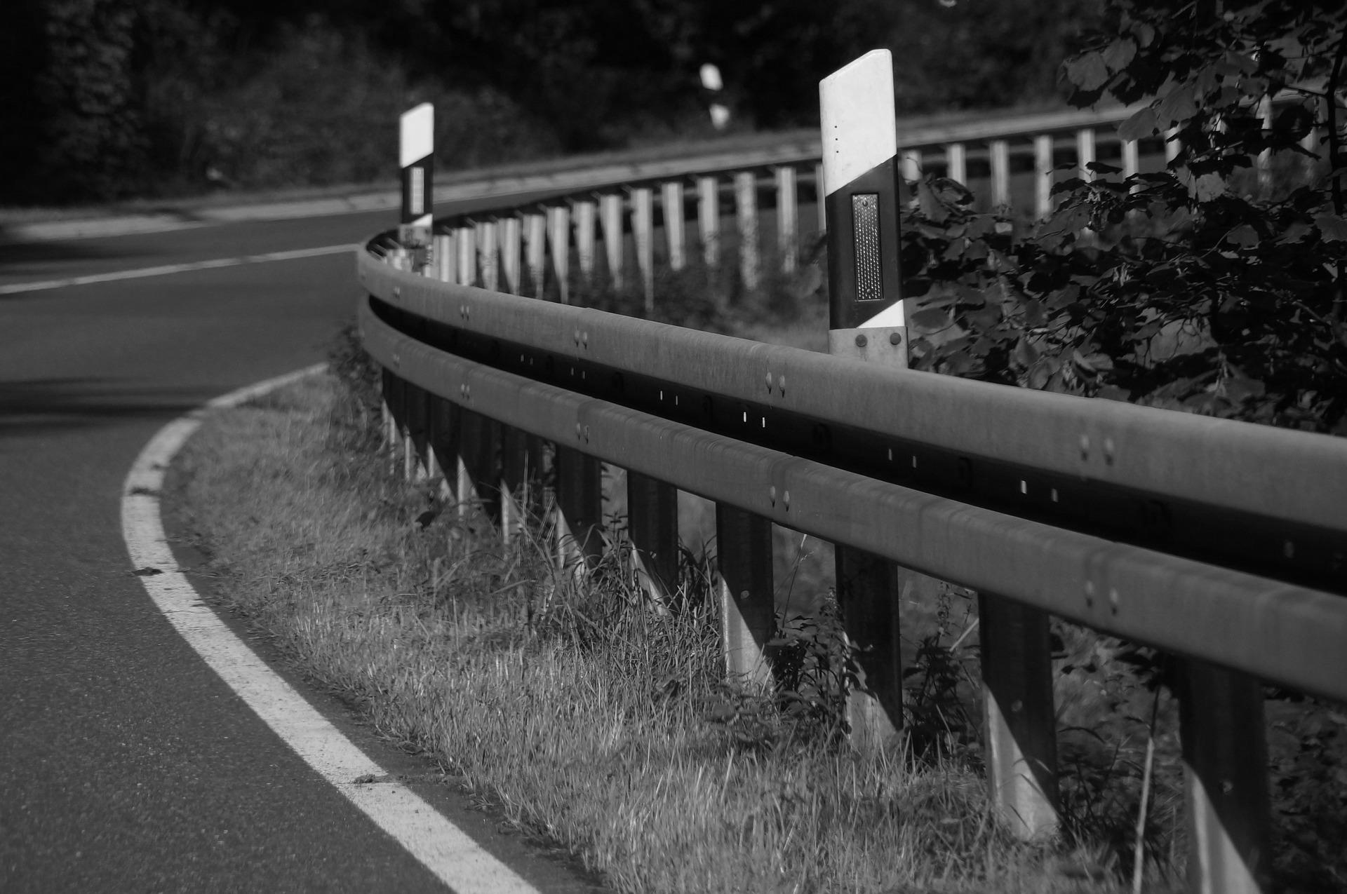 Tragedia na Podkarpaciu. Kierowca w nocy zauważył na drodze leżącego mężczyznę! - Zdjęcie główne