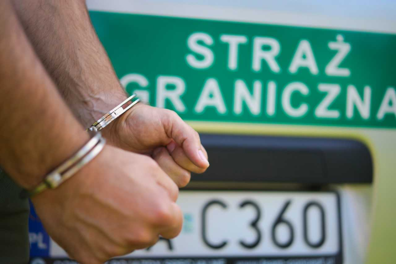 Poszukiwani  przez Interpol międzynarodowym listem gończym zatrzymani na granicy - Zdjęcie główne