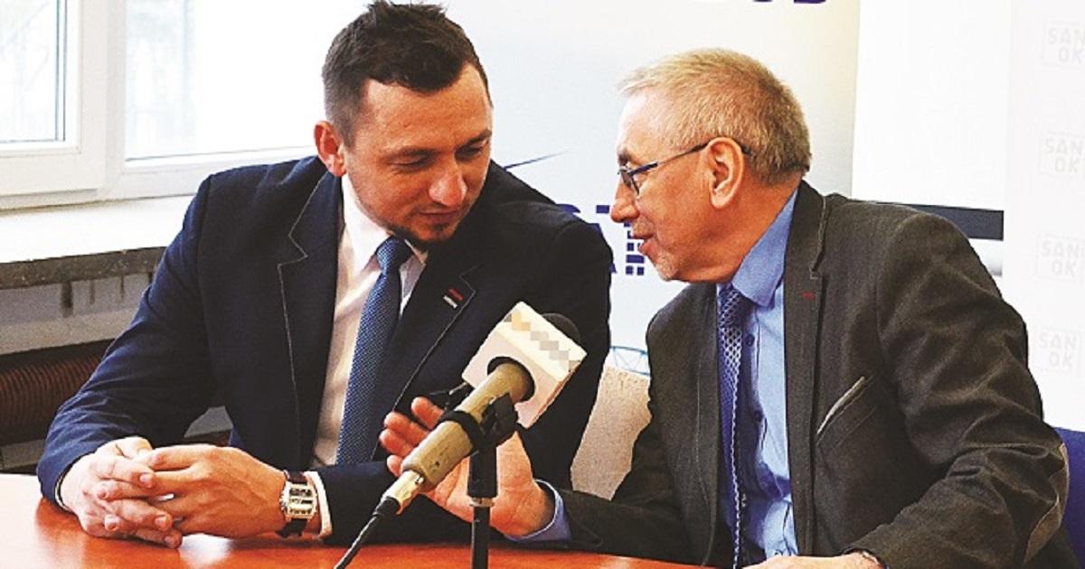 SANOK: Kandydat na burmistrza miasta Sanoka Tomasz Matuszewski na lodzie - Zdjęcie główne