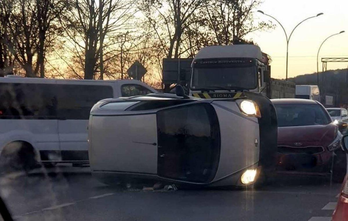 SANOK: Kolizja 3 pojazdów na ul. Krakowskiej [FOTO] - Zdjęcie główne