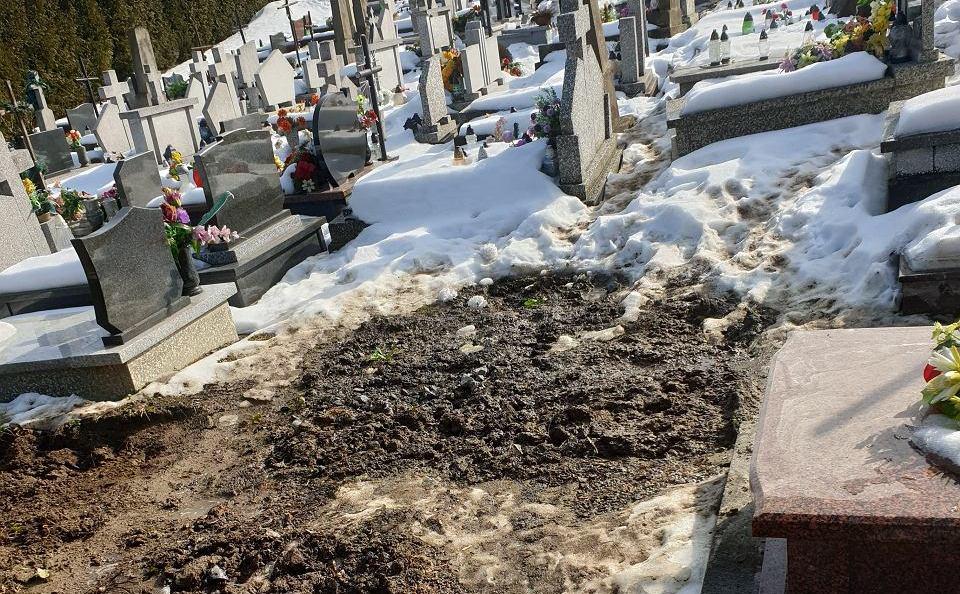Znikające groby we Frysztaku. Proboszcz robi porządki [ZDJĘCIA] - Zdjęcie główne