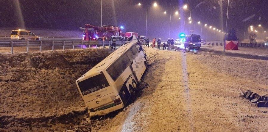 ŚMIERĆ na A4! Autokar runął z nasypu na MOP Kaszyce! - Zdjęcie główne