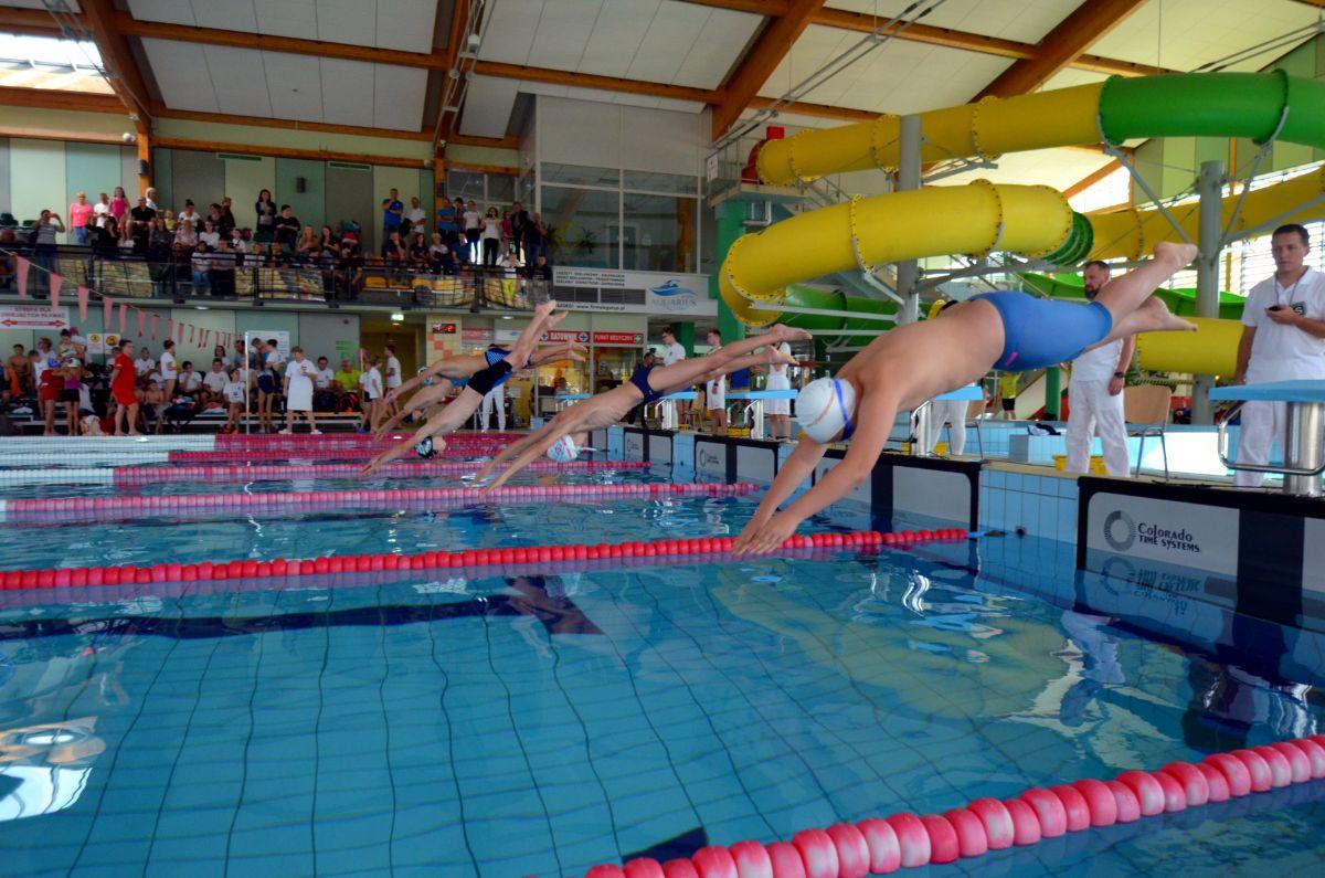 Gorąca atmosfera, wspaniała zabawa i dużo rekordów życiowych! I Międzynarodowe  Mistrzostwa Leska w Pływaniu [FOTO+VIDEO] - Zdjęcie główne