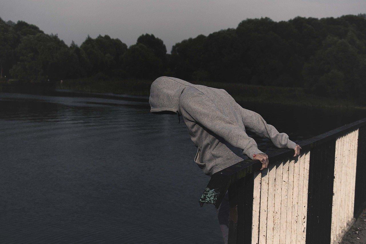 Podkarpacie. 13-latek chciał skoczyć z wiaduktu - Zdjęcie główne