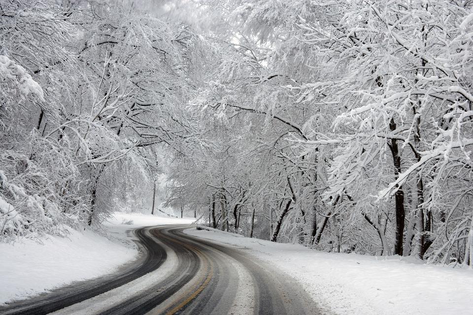 Uwaga kierowcy - na drogach ślisko! - Zdjęcie główne