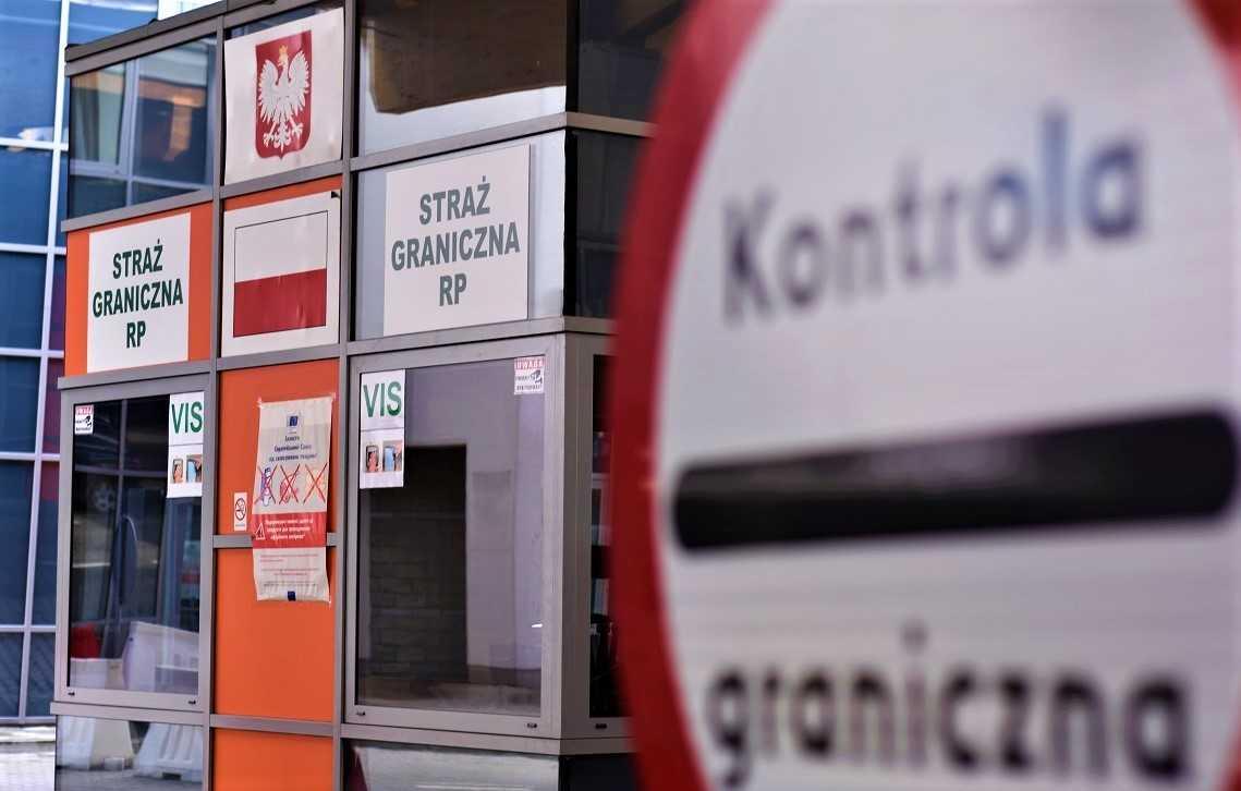 GRANICA: Zatrzymano rodzinę z fałszywymi kartami pobytu - Zdjęcie główne