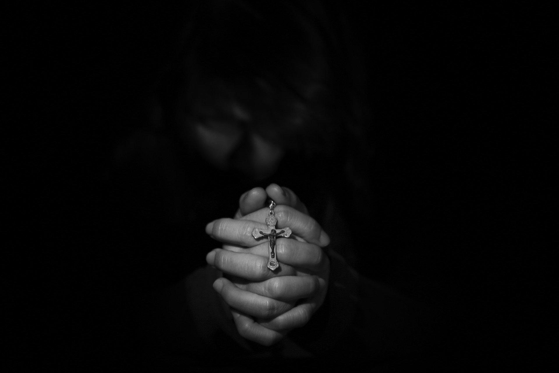 Broszura ma odwieść wiernych od aktu apostazji  - Zdjęcie główne