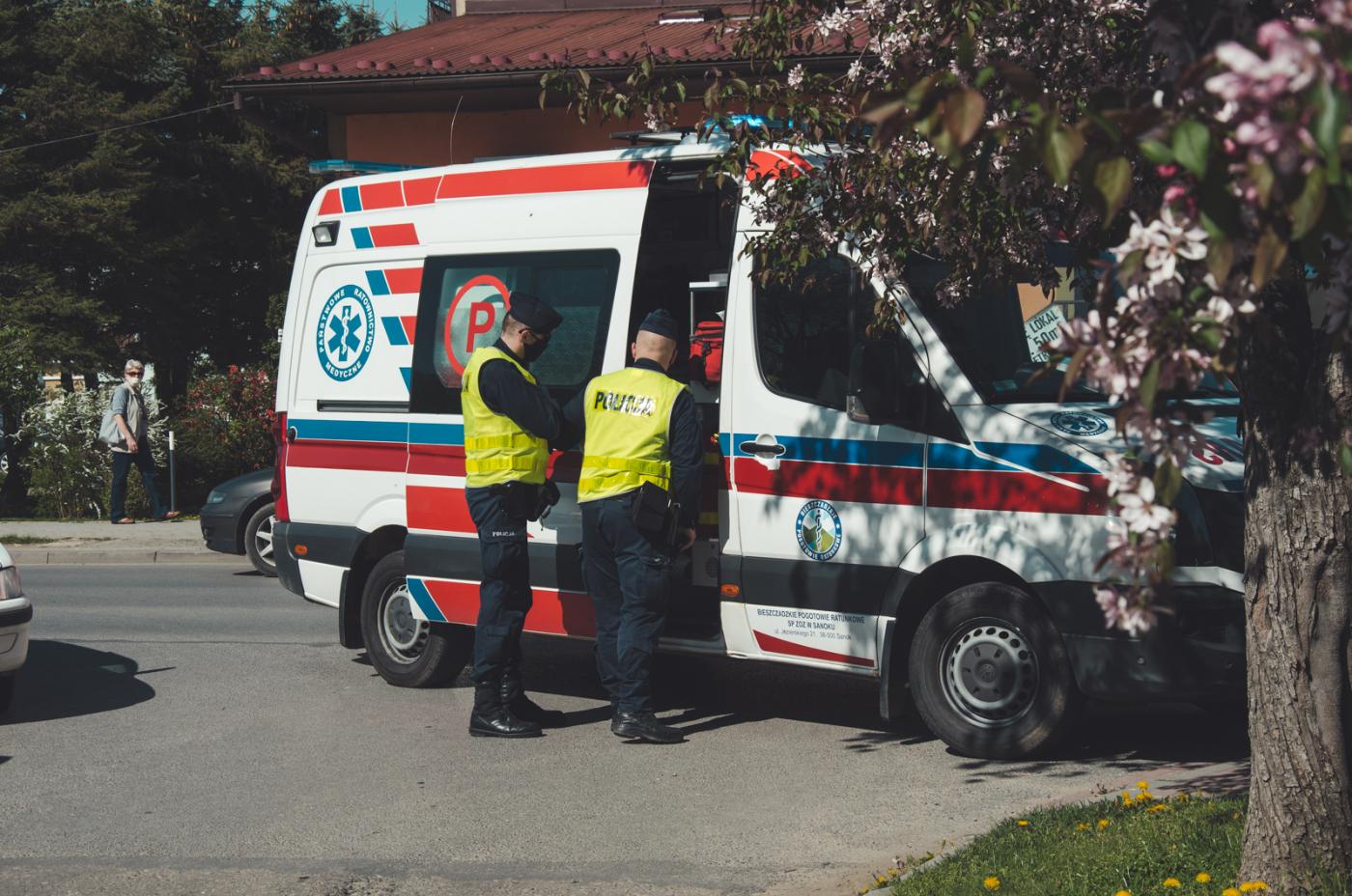 SANOK: Mężczyzna źle się poczuł w trakcie jazdy. Wezwano pomoc - Zdjęcie główne