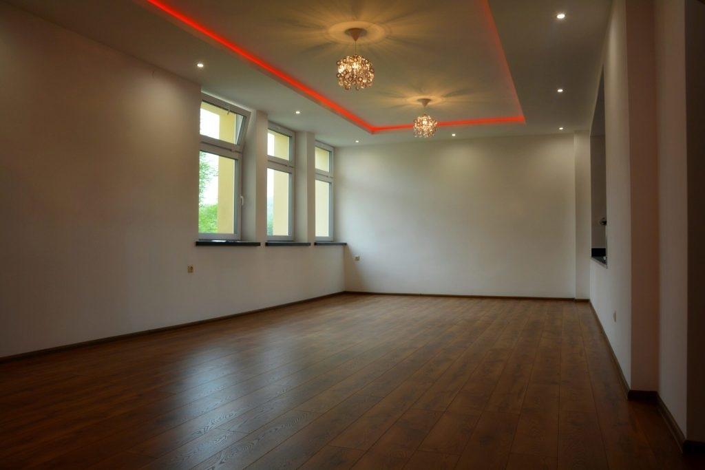 Nowy wygląd sali Wiejskiego Domu Kultury w Prusieku [FOTO]  - Zdjęcie główne