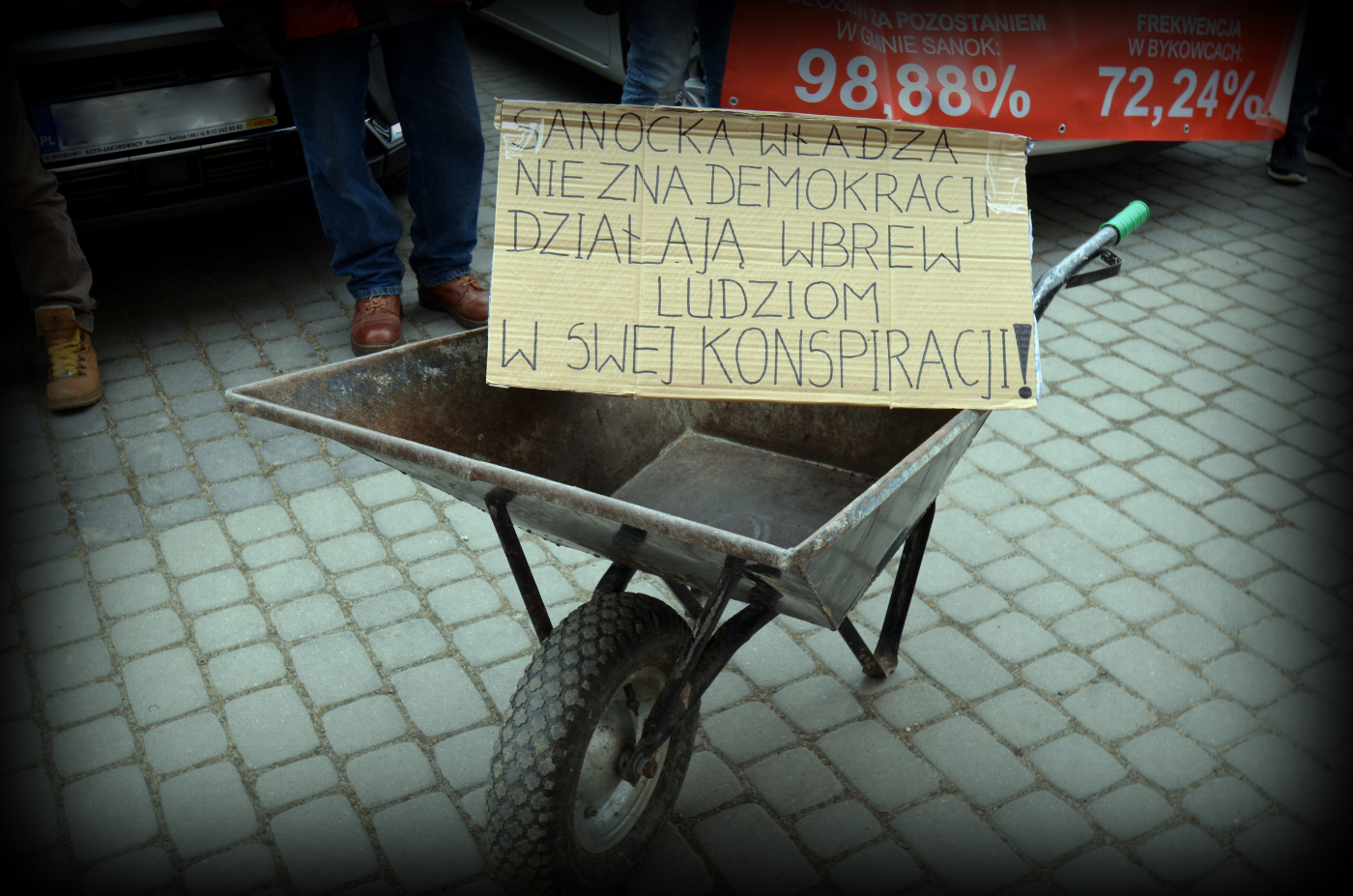 """SANOK: Demokracja w konspiracji. """"Burmistrz boi się taczek czy nas""""? [ZDJĘCIA+WIDEO] - Zdjęcie główne"""
