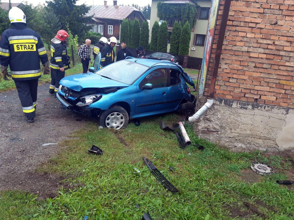 Z OSTATNIEJ CHWILI: Czołowo zderzenie samochodów w Zarszynie [FOTO] - Zdjęcie główne