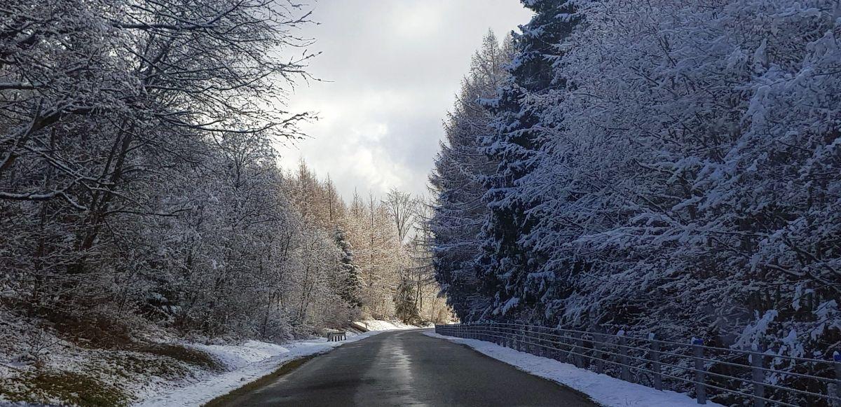 W Bieszczadach powróciła zima. Takie obrazki tylko przyroda maluje [FOTO] - Zdjęcie główne