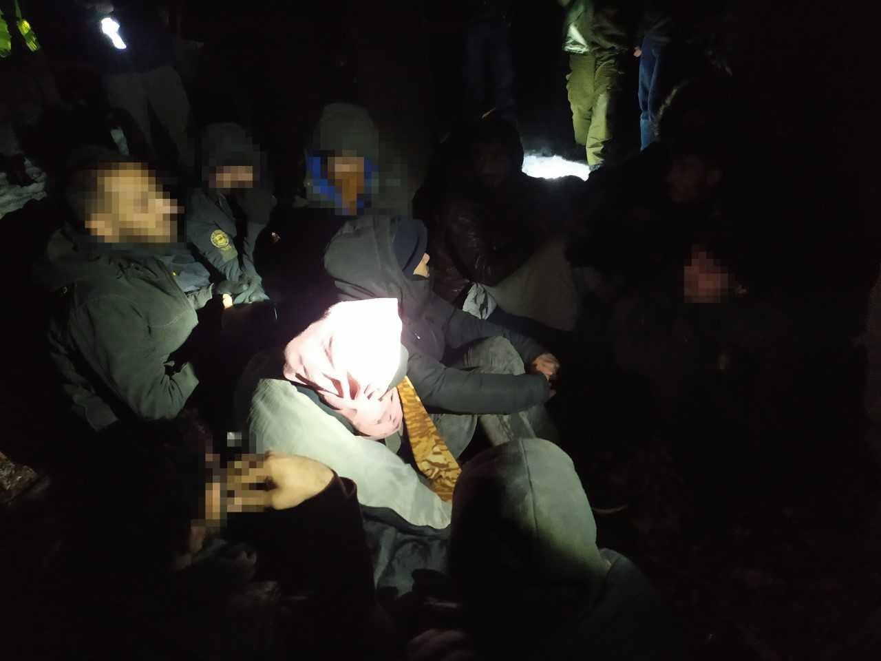 Syryjczycy ukryci w tirze transportującym tekstylia z Rumunii [FOTO] - Zdjęcie główne