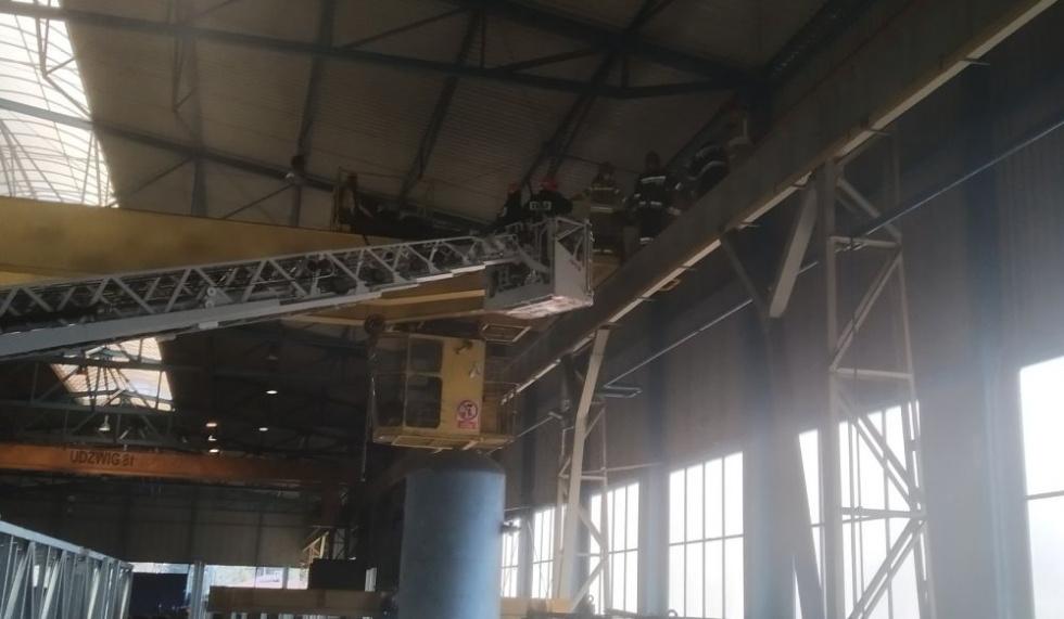 Z PODKARPACIA. 53-latek wciągnięty przez suwnicę w fabryce! [FOTO] - Zdjęcie główne