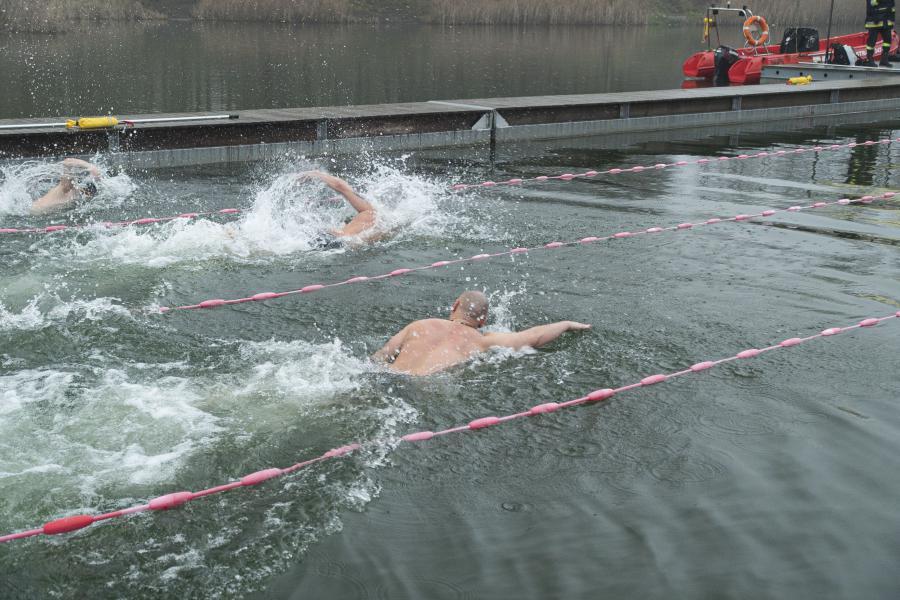 Polańczyk. Arua Cup - międzynarodowe zawody w zimowym pływaniu [FOTO] - Zdjęcie główne