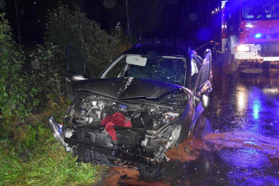 REGION: Pijany rozbił samochód i uciekł z miejsca zdarzenia  - Zdjęcie główne