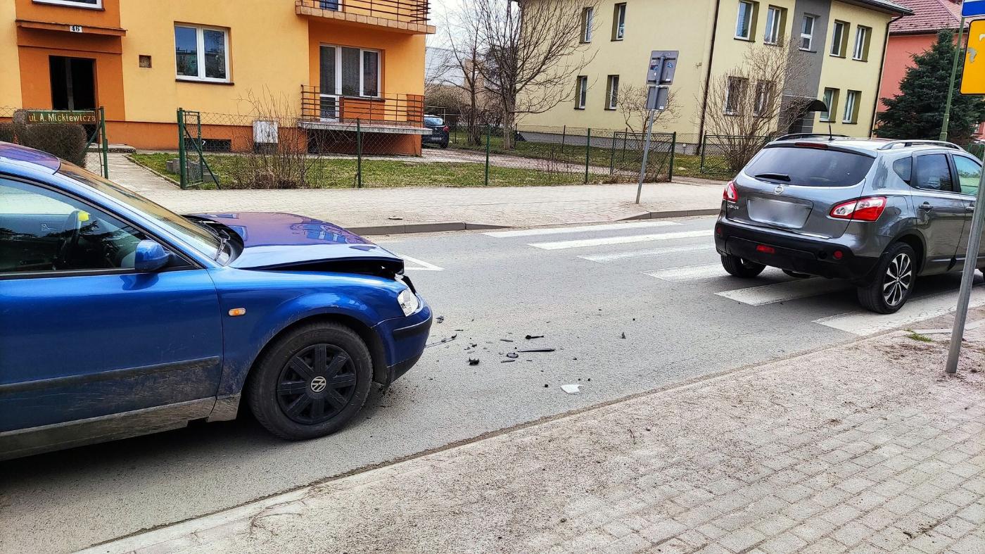 SANOK: Najechał na tył pojazdu który ustąpił pieszej na przejściu [ZDJĘCIA+WIDEO] - Zdjęcie główne
