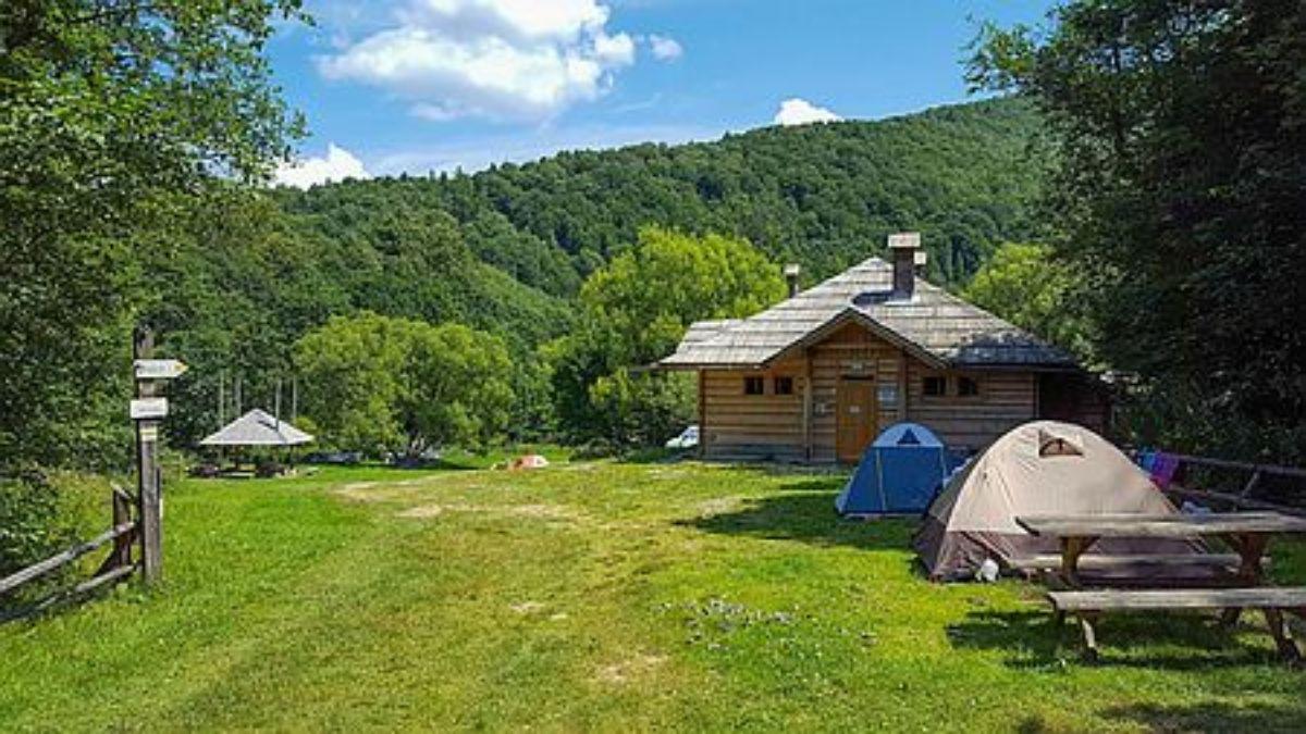 BIESZCZADY: Otwarcie pola namiotowego w Bereżkach - Zdjęcie główne