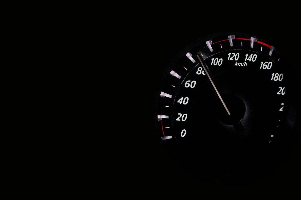 USTRZYKI DOLNE. Stracili prawa jazdy za prędkość  - Zdjęcie główne
