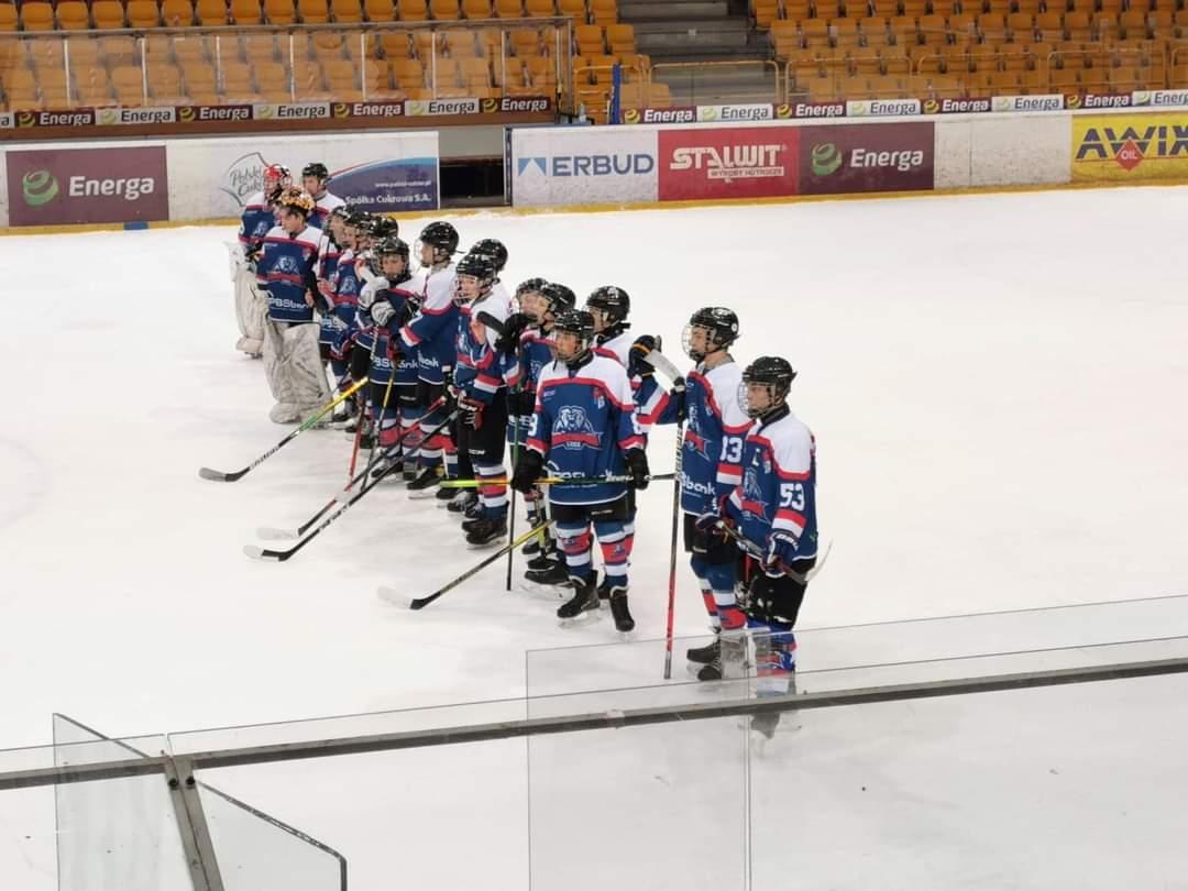 Dwa zwycięstwa Niedźwiadków w turnieju młodzików - Zdjęcie główne