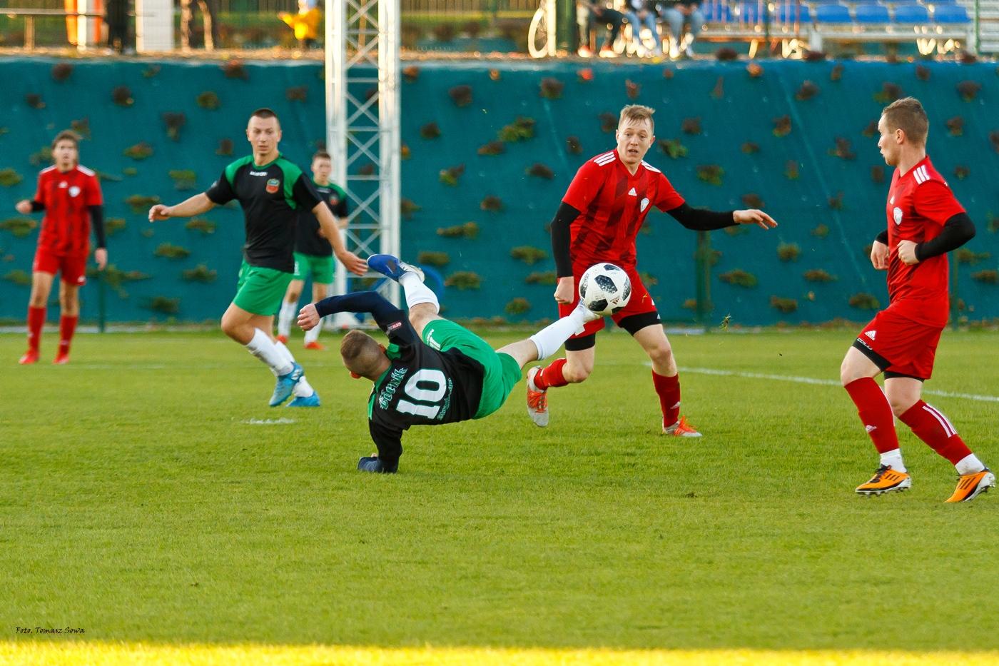 Sensacja w A klasie. Wiki Sanok przegrywa na własnym stadionie z Górnikiem Strachocina [FOTORELACJA] - Zdjęcie główne
