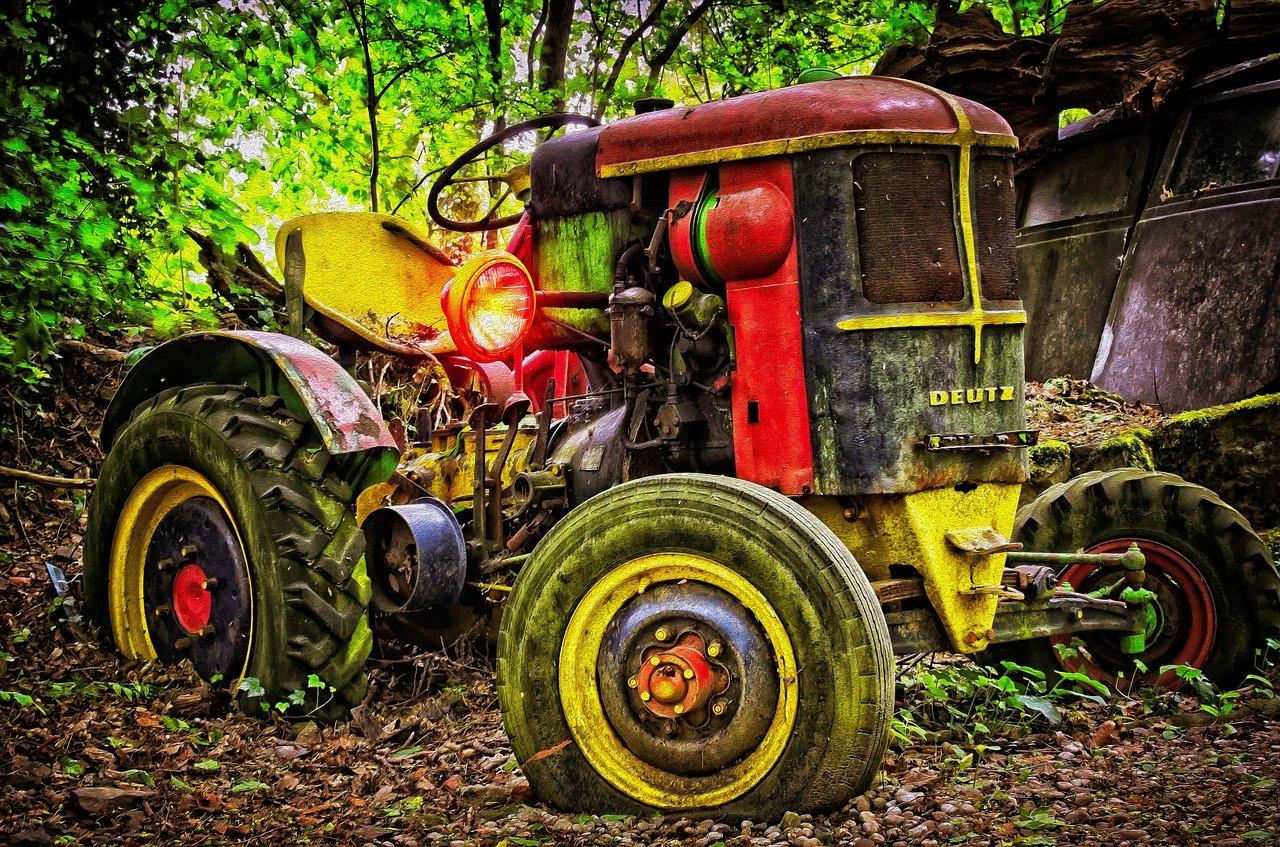 Z Podkarpacia. 59-latek przygnieciony przez traktor. Mężczyzna zginął - Zdjęcie główne