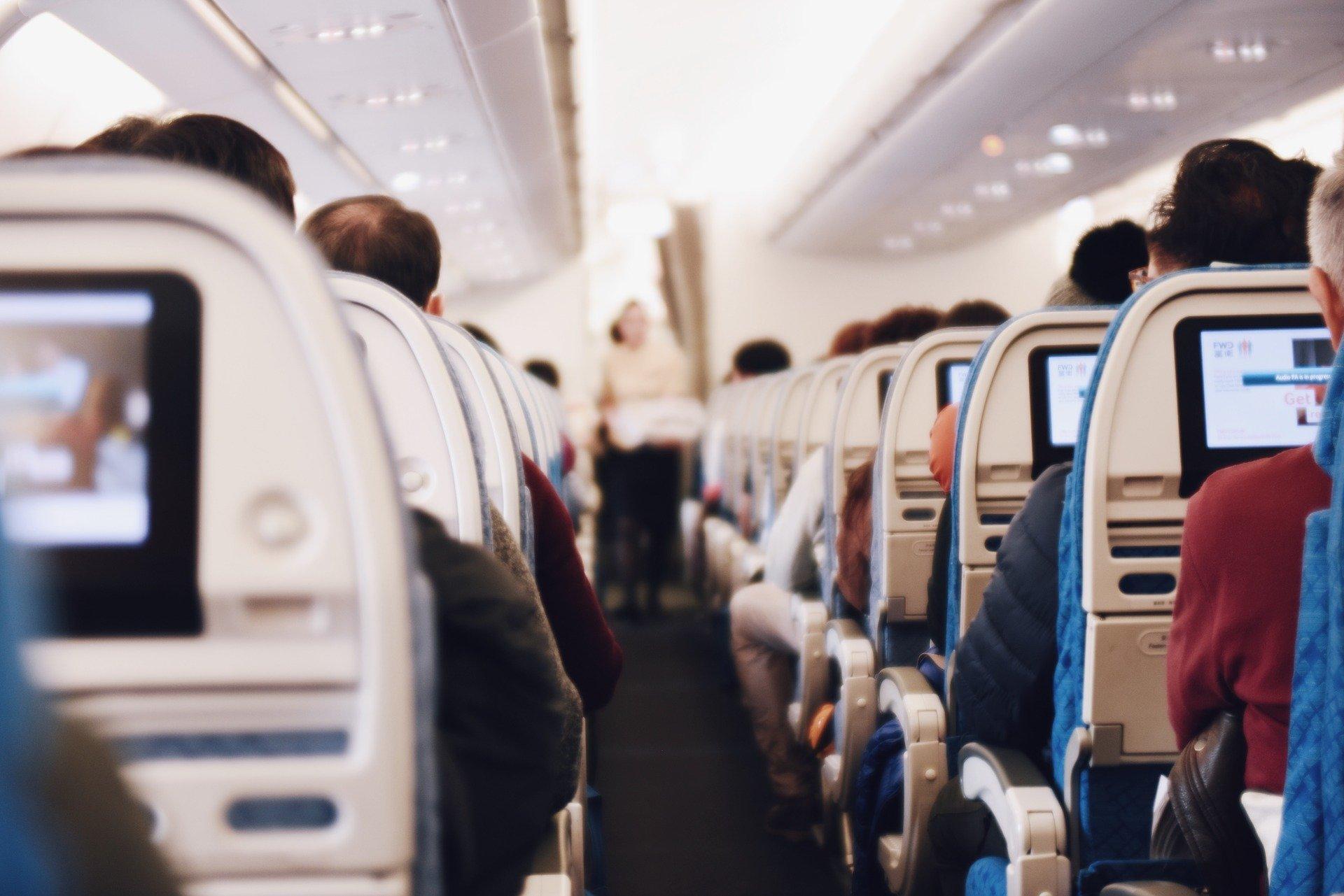 Przedświąteczne podróże. O czym pamiętać, lecąc pierwszy raz samolotem? - Zdjęcie główne