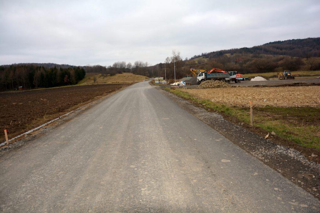 Trwa przebudowa drogi gminnej Mrzygłód-Zagródki-Końskie - Zdjęcie główne