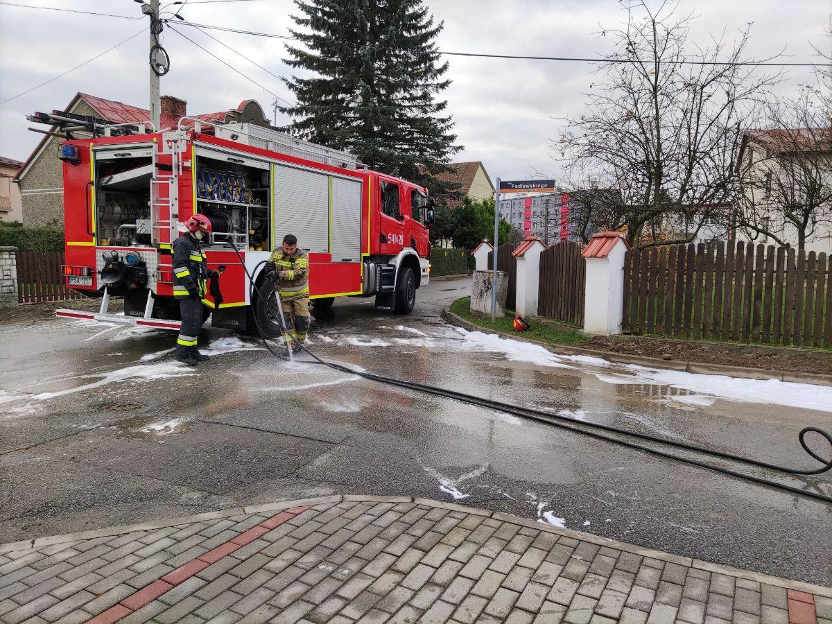 """SANOK: Pożar w budynku przy restauracji """"Bartek"""" [FOTO+VIDEO] - Zdjęcie główne"""
