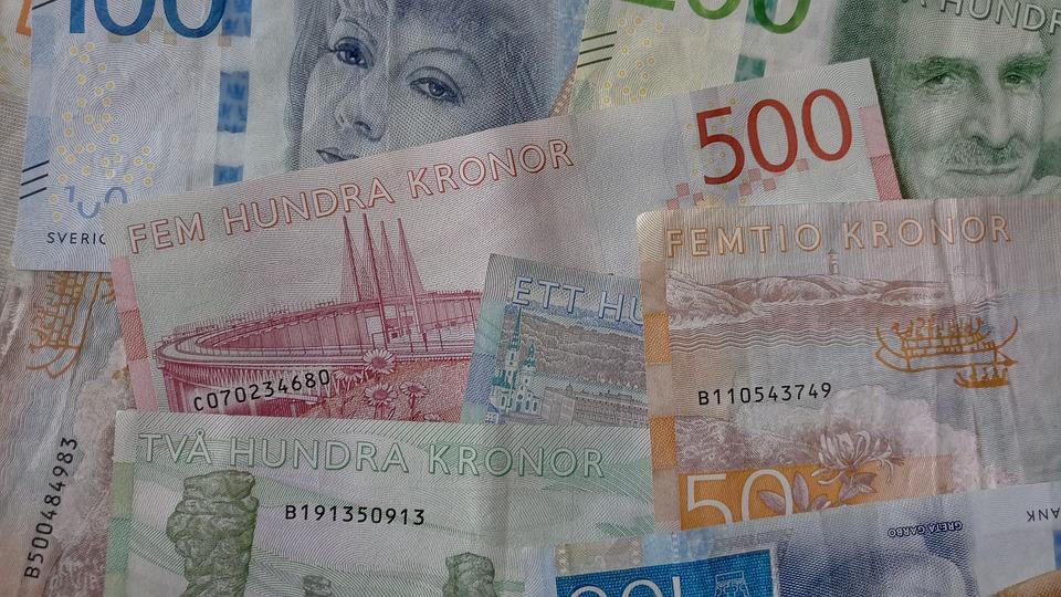 Przewoził 600 tysięcy koron w bagażu podręcznym - Zdjęcie główne
