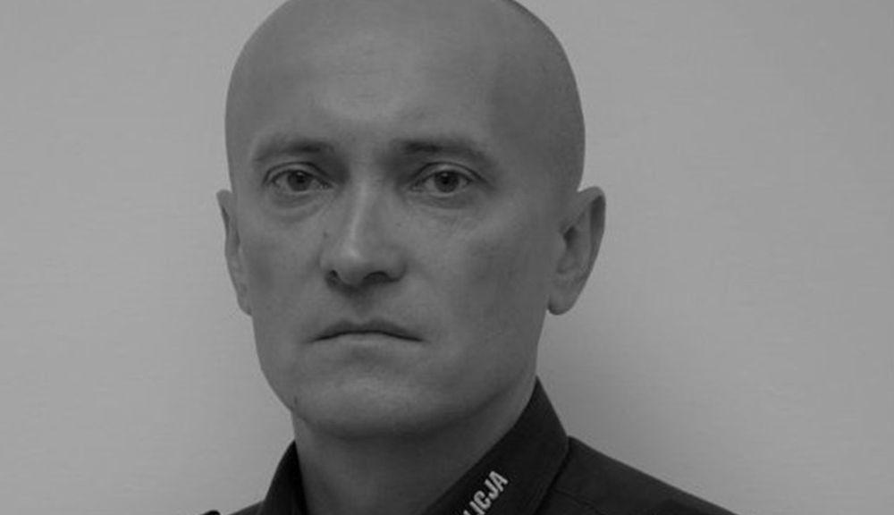"""Policjant z Podkarpacia zmarł na COVID-19! Wdowa apeluje i pyta """"Czy chcesz mieć takie święta?"""" - Zdjęcie główne"""