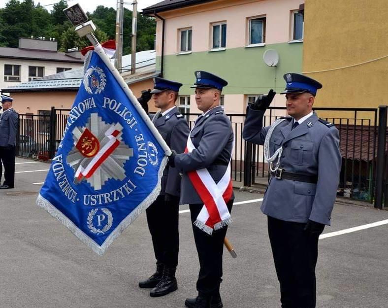 Święto policji w Ustrzykach Dolnych. Były awanse na wyższe stopnie służbowe - Zdjęcie główne