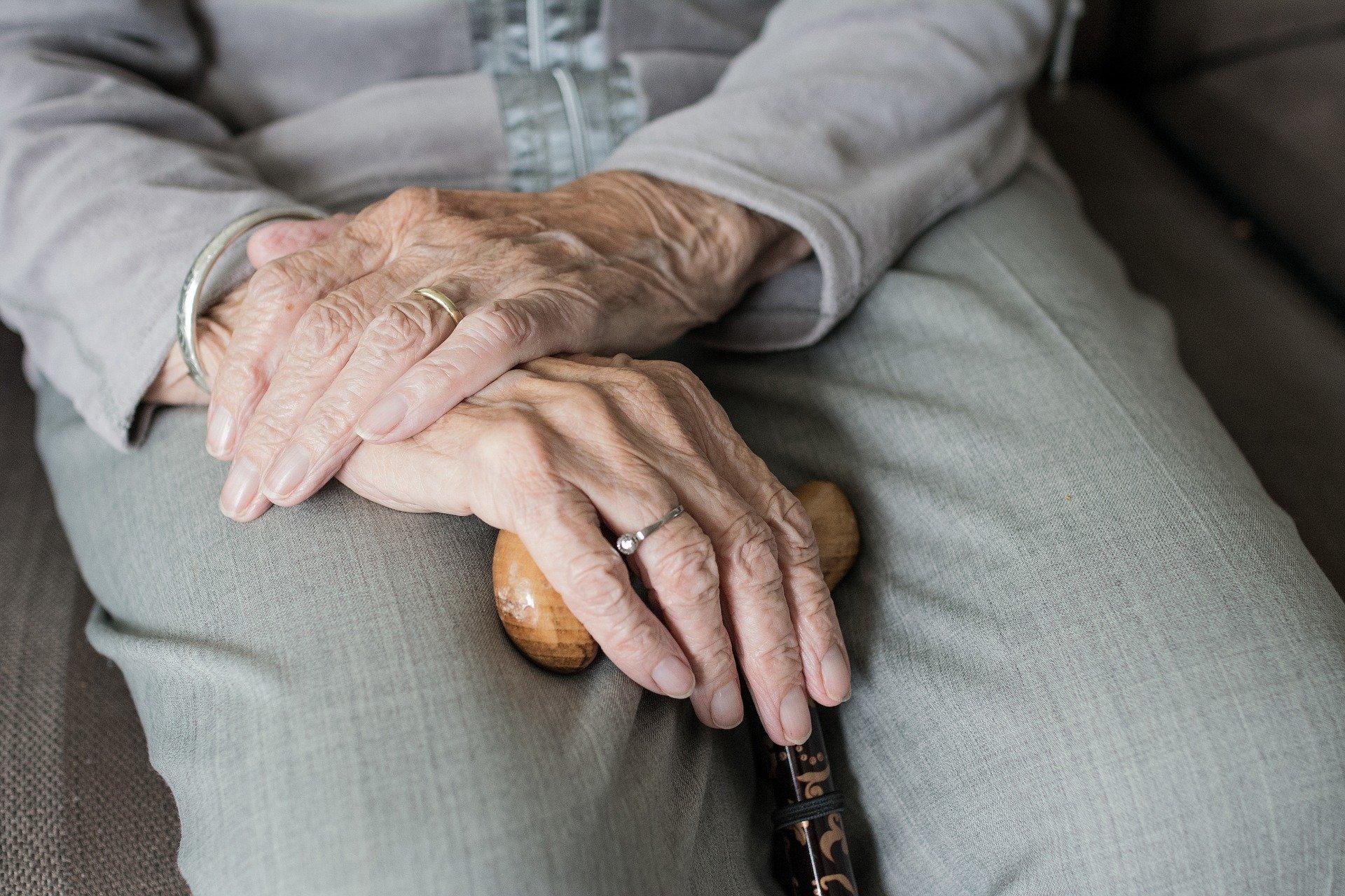Wasza troska to najlepszy prezent dla dziadków - Zdjęcie główne