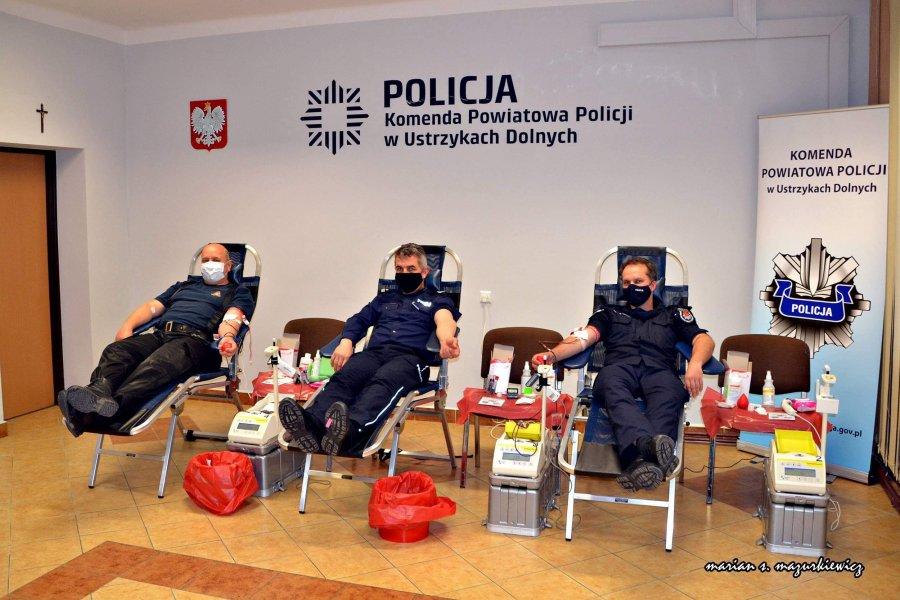 USTRZYKI DOLNE. Policjanci zorganizowali zbiórkę krwii na swojej komendzie [FOTO+VIDEO] - Zdjęcie główne
