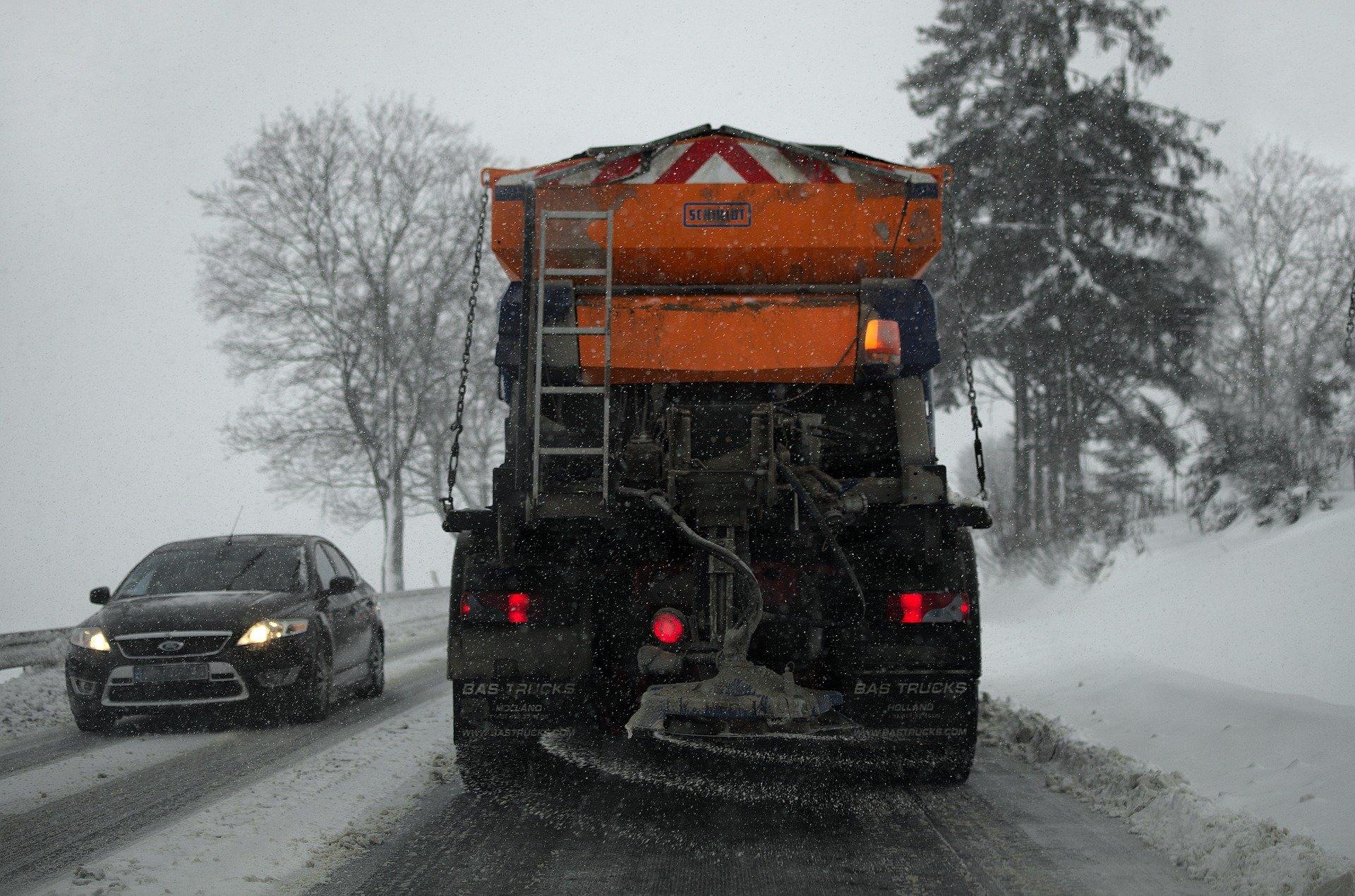 Trudne warunki na drogach. Bądźmy ostrożni! - Zdjęcie główne