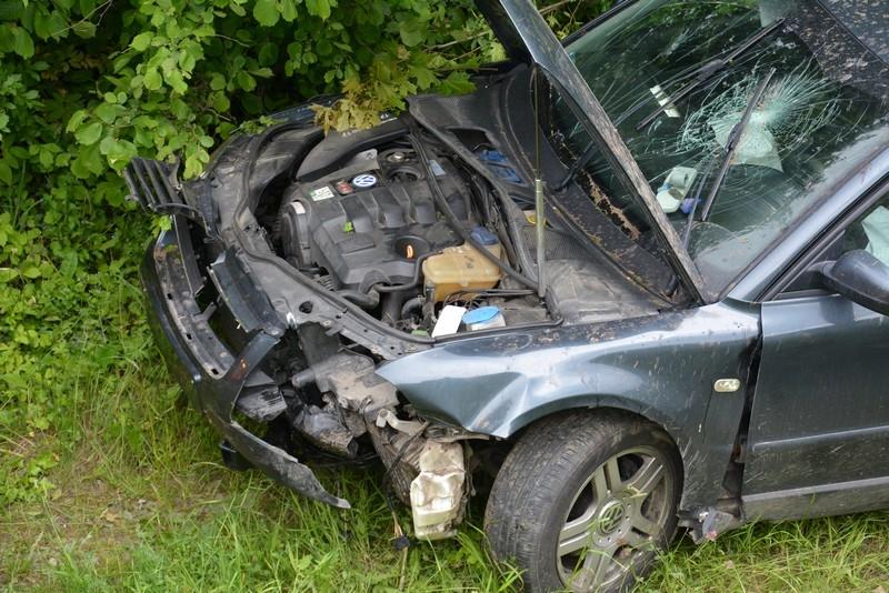 Z REGIONU. Stracił panowanie nad autem i wjechał do rowu  - Zdjęcie główne
