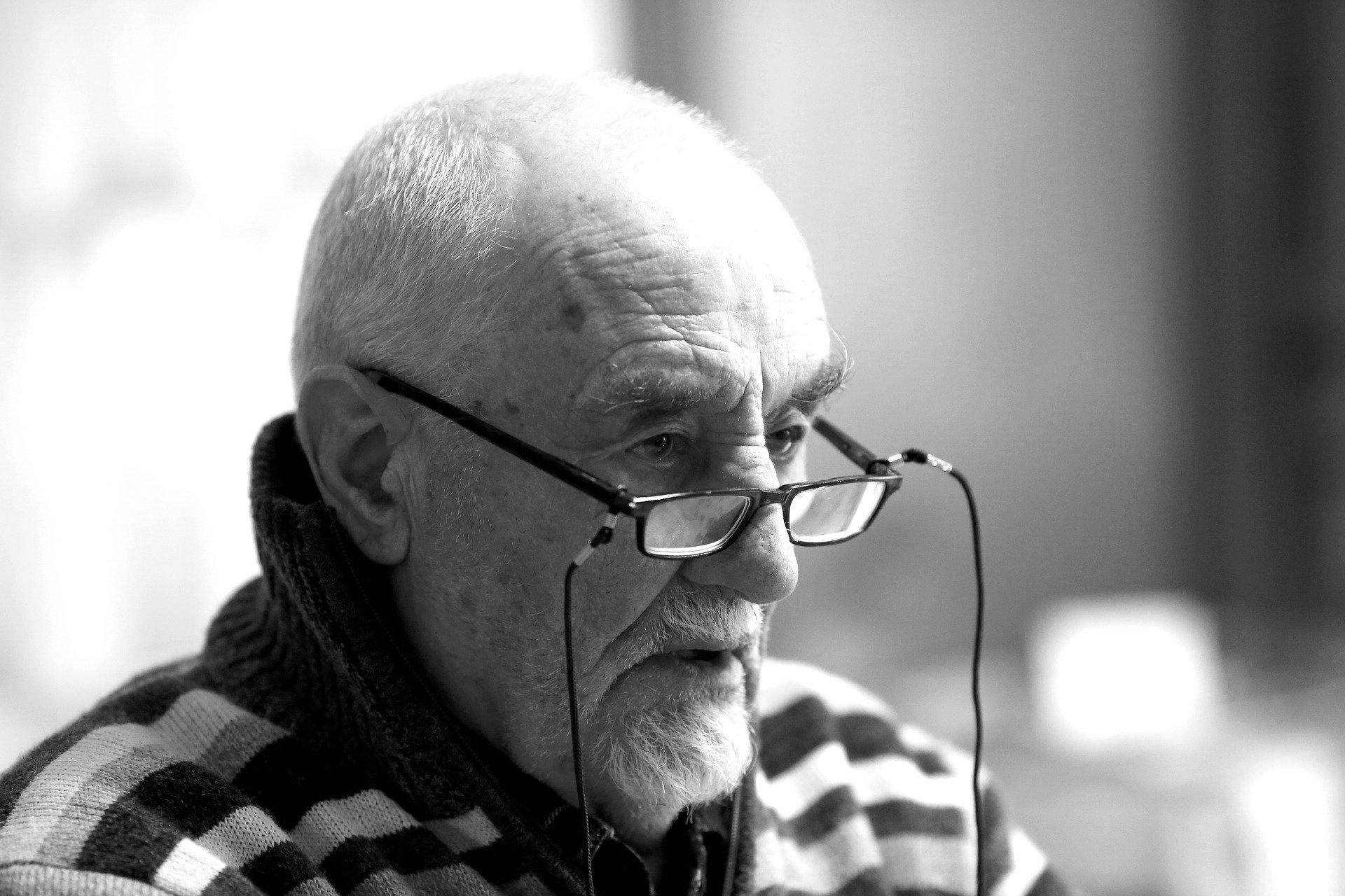 SANOK: Wtargnęli do mieszkania 76-latka, obezwładnili go i okradli! - Zdjęcie główne