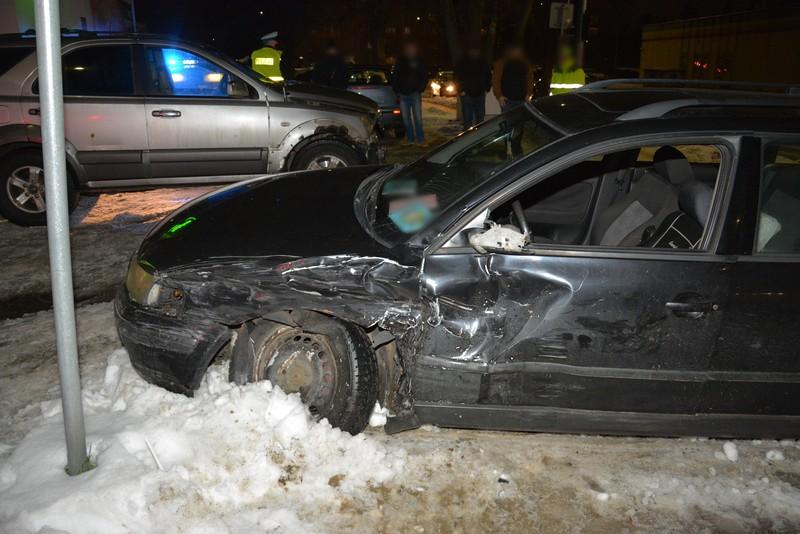 REGION. Zderzenie pojazdów na skrzyżowaniu [ZDJĘCIA] - Zdjęcie główne